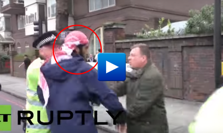 Watch: Pakistani migrant attacks British man who protests against Islam outside a mosque
