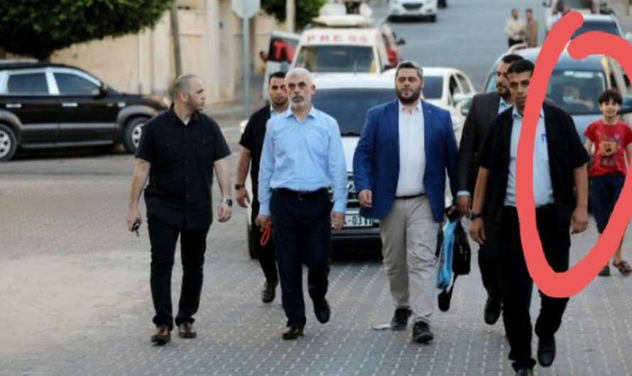 The bodyguards of Hamas leader are the two children behind him